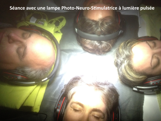 Séance avec une lampe Photo-Neuro-Stimulatrice à lumière pulsée
